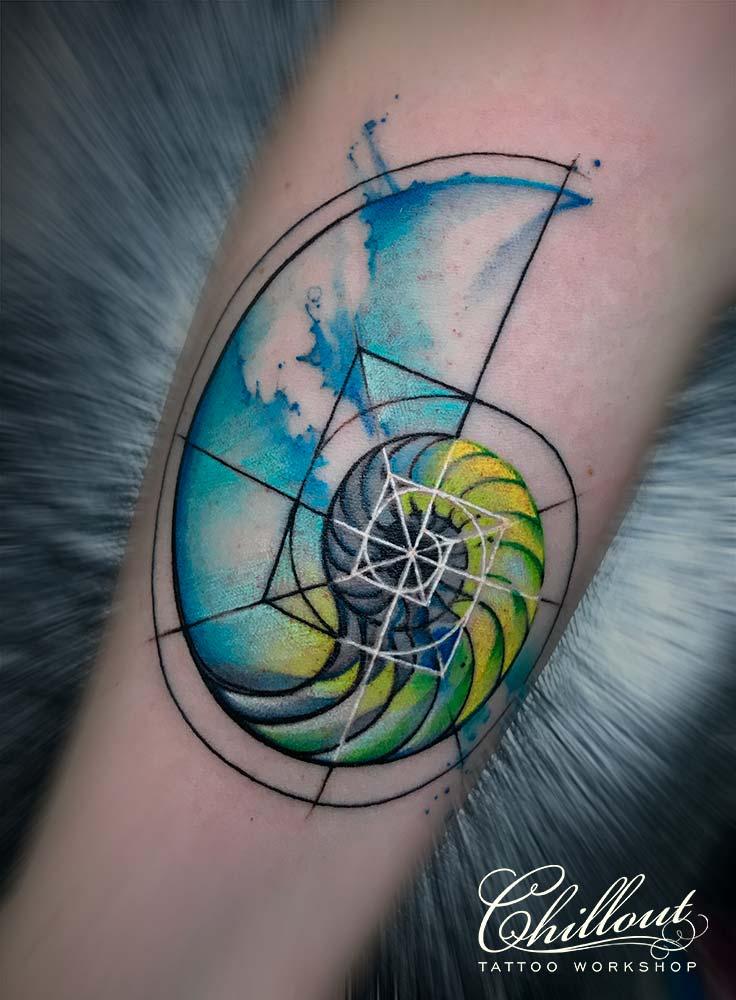Татуировка аммонит акварель