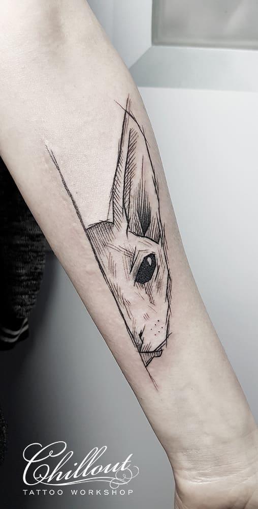 Татуировка кот графика на руке