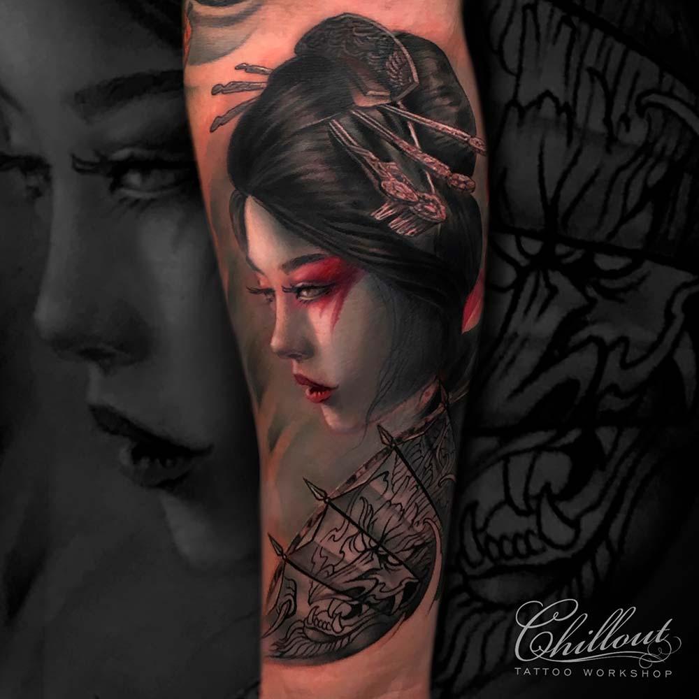 Татуировка гейша на руке