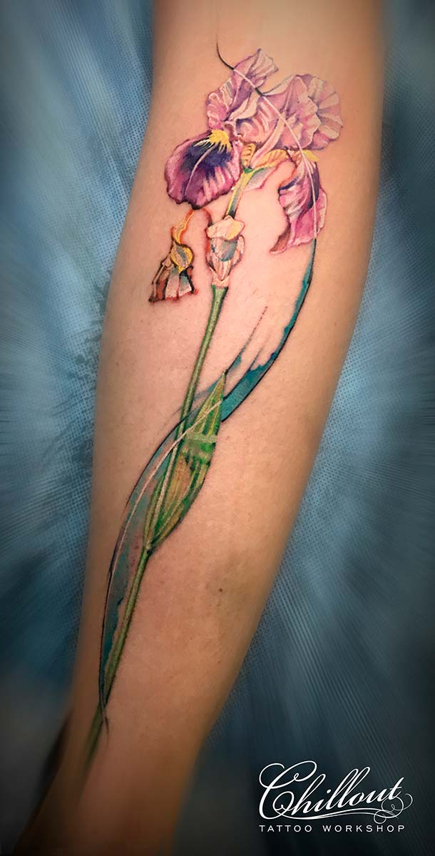 Татуировка Ирис на ноге