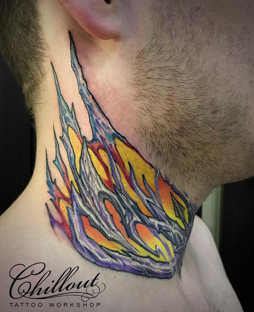 Татуировка органика на шее