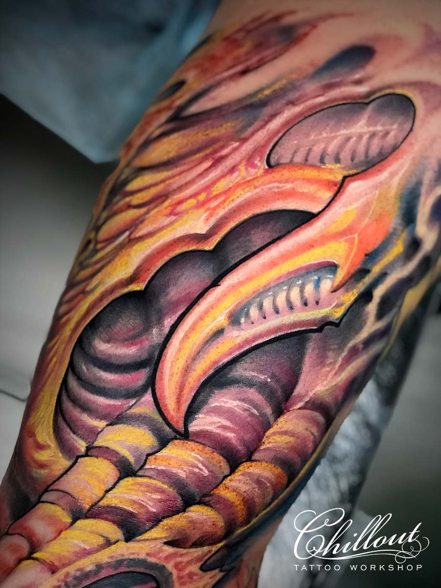 Татуировка органика на руке