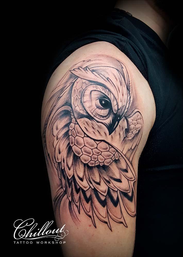 Татуировка Сова графика на плече