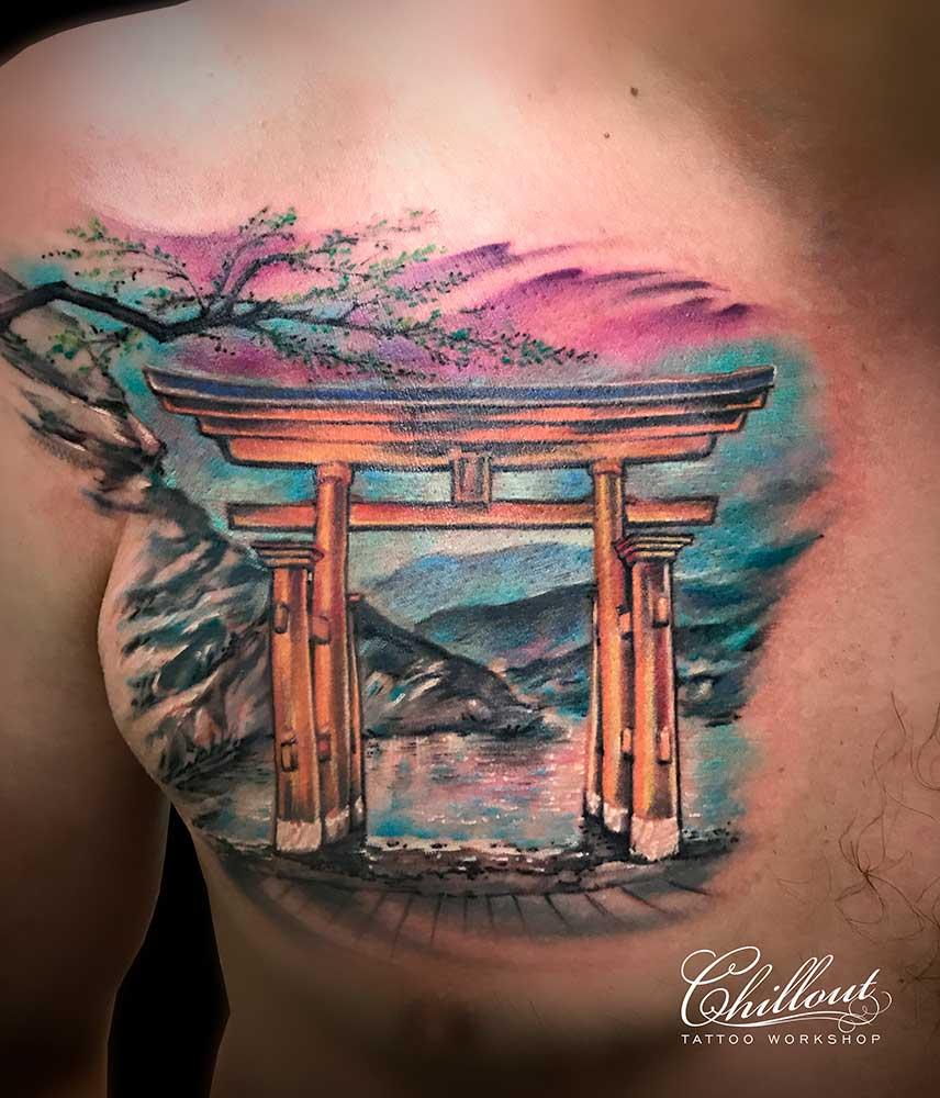 Татуировка Тории на груди