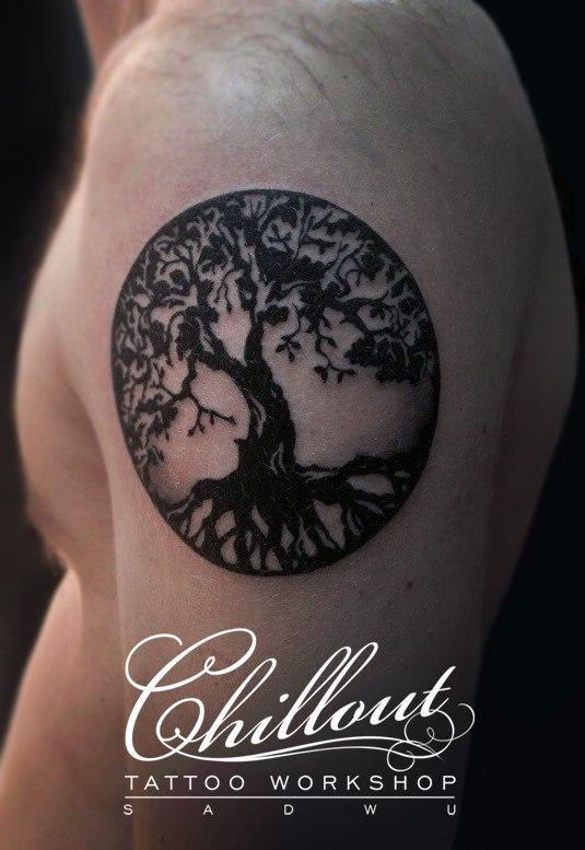 Татуировка дерево на руке, графика