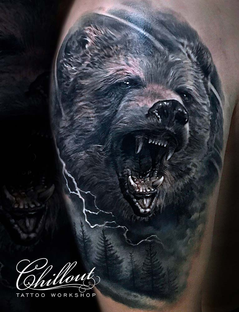 Тату медведь оскал и ели