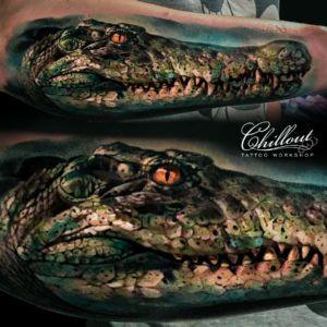 Татуировка алигатор на руке