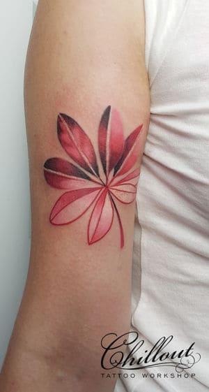 Татуировка листок на руке