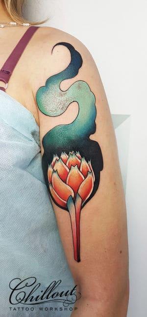 Татуировка графический цветок