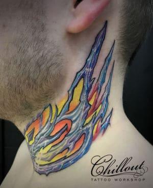 Татуировка органика на шее1