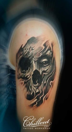 Татуировка череп на плече1