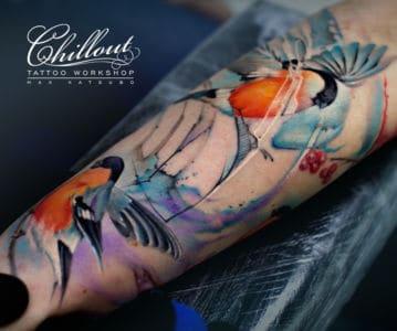 Татуировка Снегири на руке