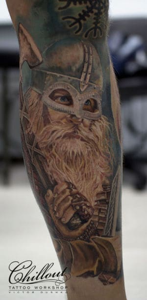 Татуировка Викинг на ноге